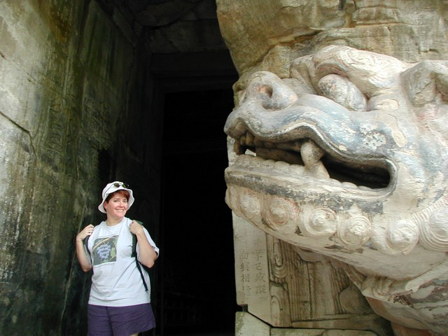 Ren near a dragon tigerish head