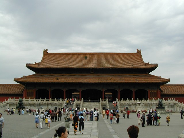 Yellow tiled roofs and red buildings symbolized the supremacy of the emperor