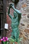 Dr Hammond statue