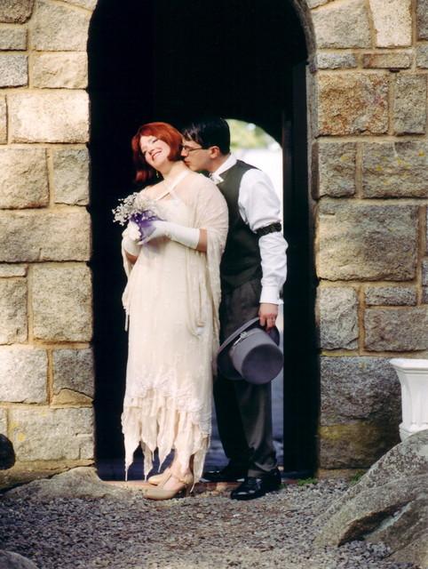 Joe kissing Ren in the courtyard