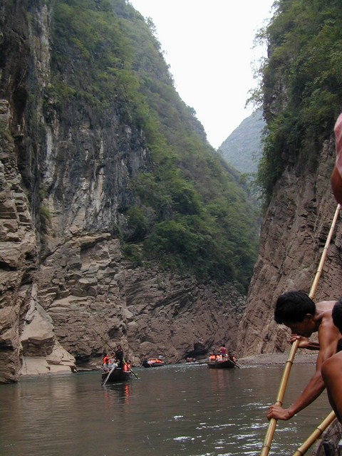 Trackers pull us along Shennong Stream in pea boats