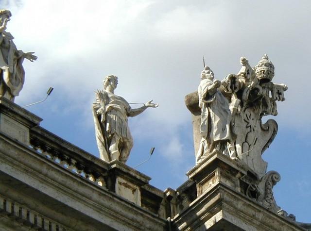 Piazza San Pietro statuary