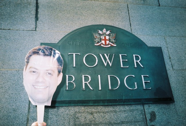 Dgold does the Tower Bridge in London